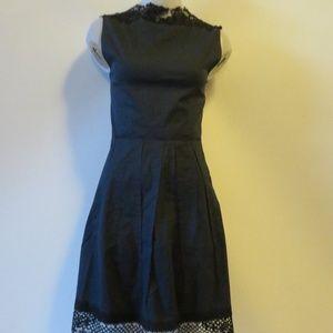 ELIE TAHARI BLUE SLEEVELESS DRESS W/LACE 6*